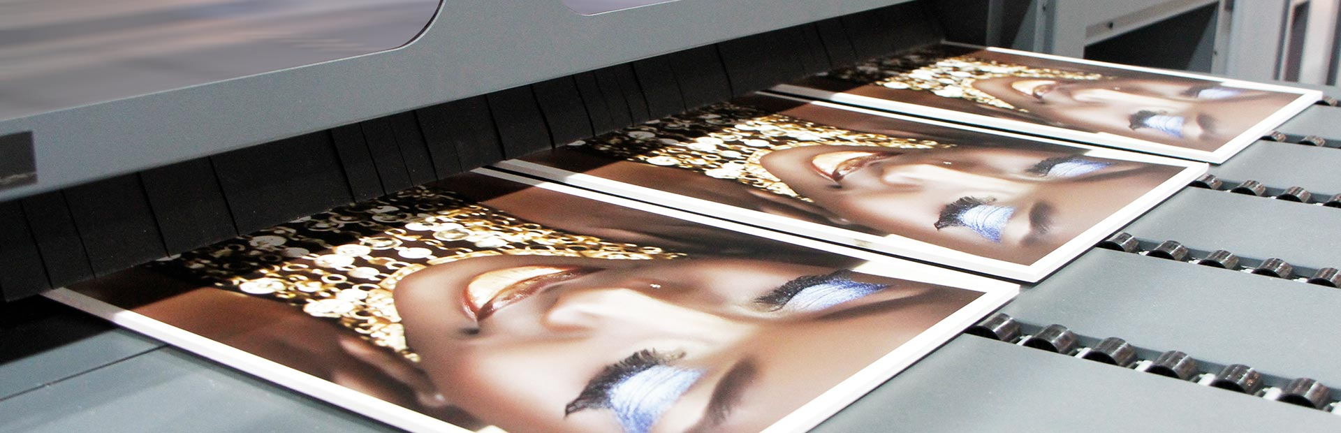 uv printers –The HP Scitex FB550 and the HP Scitex FB750 are diverse in application: signage printing, POP/POS, displays, exhibitions, event graphics, interior decoration, directional rigid signage, outdoor furniture, short-run packaging, 3D displays, posters, banners, billboards, building wraps and digital fine art. UV printers are also applied with great success as textile printers.
