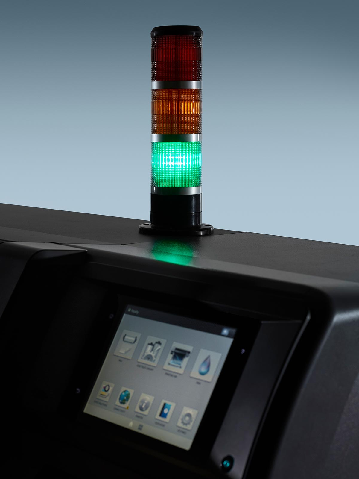 print management – close-up of the status beacon on an HP Latex printer. Optimise productivity with the Midcomp Pay Per Use (PPU) programme.